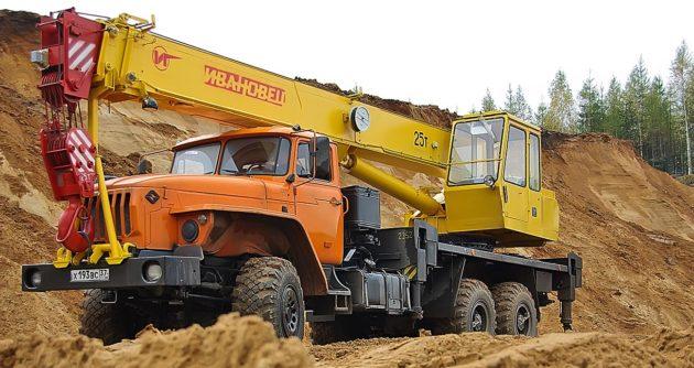 Автокран 25 тонник