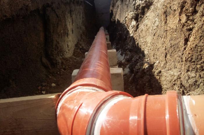 прокладка труб для канализации в доме