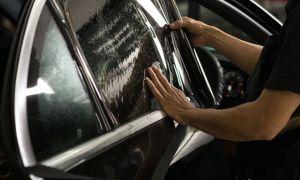 Как самому затонировать стекла автомобиля?