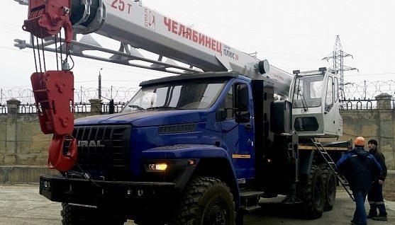 Автокран Челябинец 25 тонн вездеход