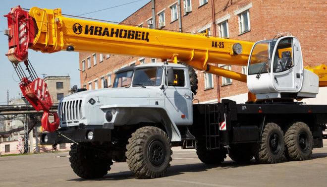 Автокран Ивановец 25 тонн вездеход