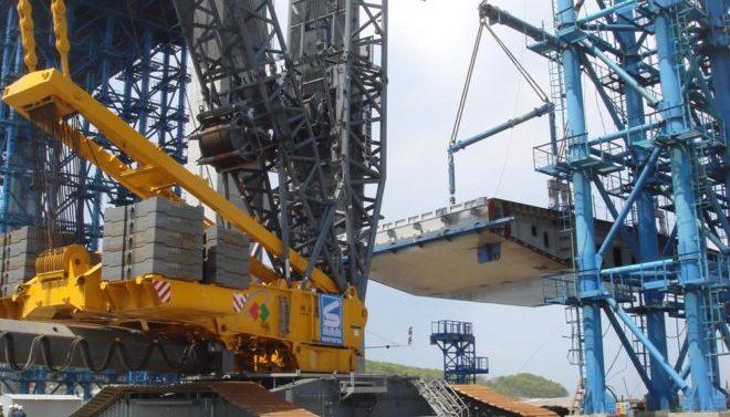 Гусеничный кран Либхер ЛР 11350 грузоподъемностью 1350 тонн